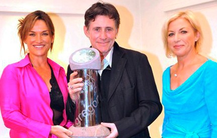 Liz O'Donnell with Gabriel Byrne who received the inaugural Gregory Peck Award at the Dingle Film Festival 2008